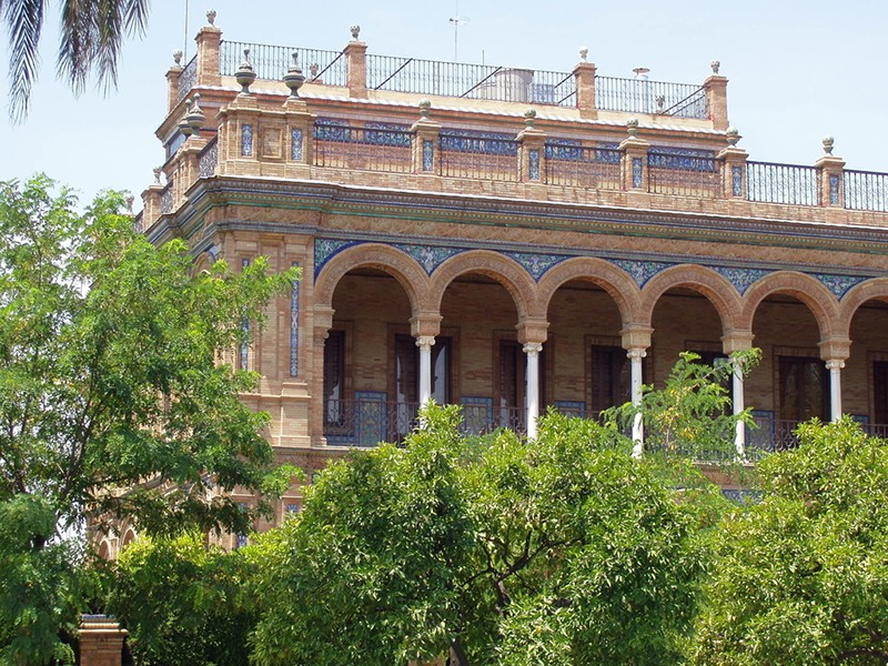La Casa de Luca Tena (the house of Luca Tena),